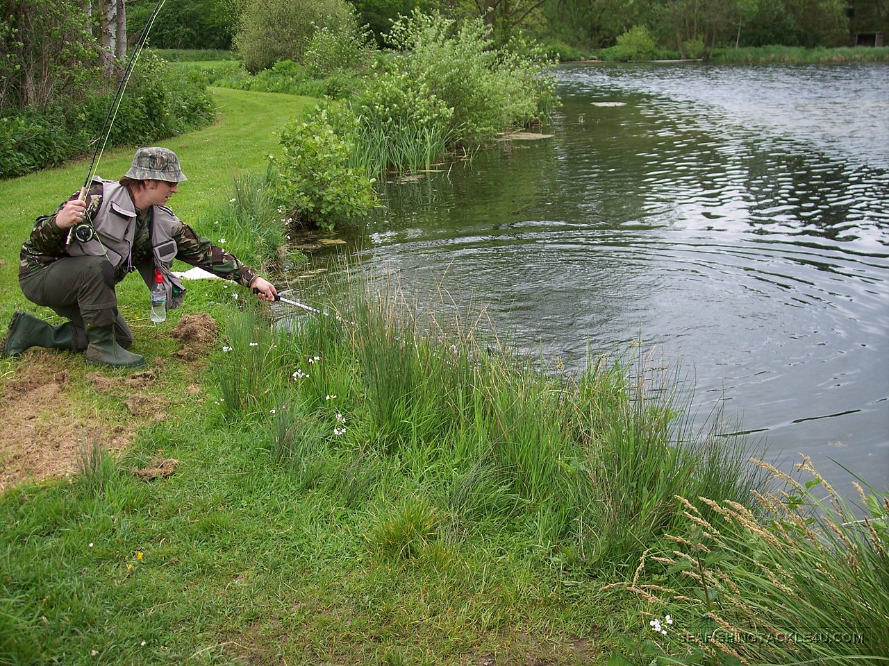 Fly fishing gallery sea fishing tackle and lure fishing for Fly fishing supplies